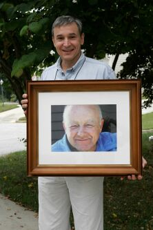 Bob Cergol with photo of Richard Rose he'd taken in 1974